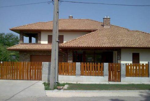 Sárisápi családi ház