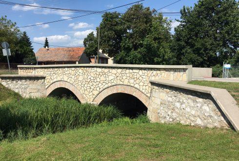 Sárisápi patak híd